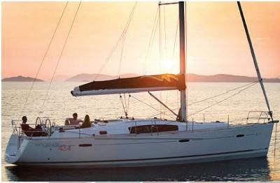 Beneteau 43.3 monohull bareboat profile