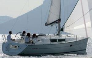 Sun Odyssey 32i bareboat underway